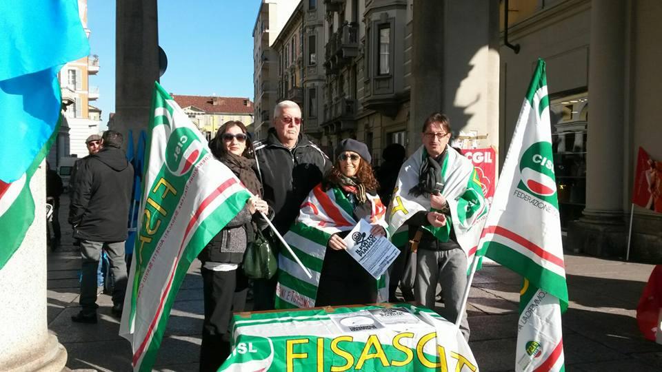 gruppo fisascat al at in piazza sciopero