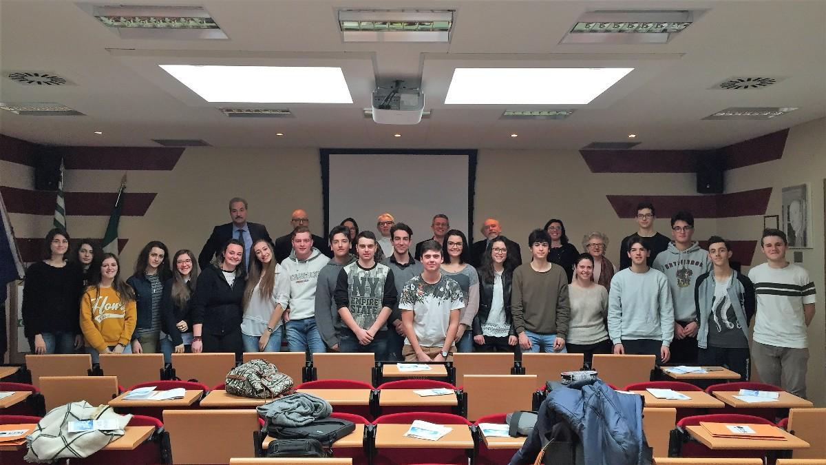 Studenti del Bonelli di Cuneo nella sede Cisl di Cuneo in alternanza scuola/lavoro