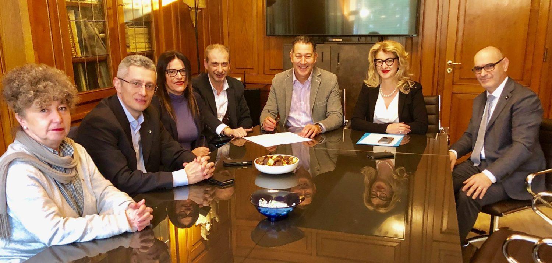 La firma dell'accordo contro le molestie e la violenza nei luoghi di lavoro