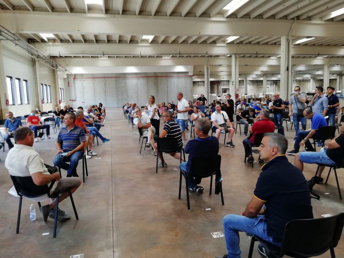 Assemblea dei lavoratori della Stamperia Miroglio di Govone