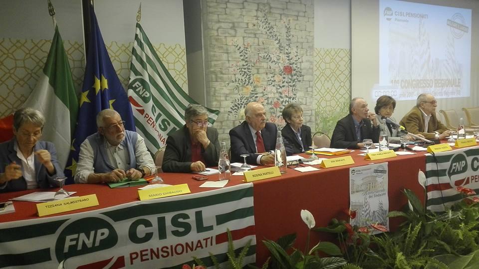 Il tavolo della Presidenza con il Segretario generale nazionale Gigi Bonfanti