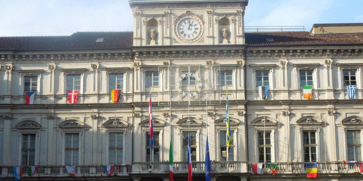 Il Comune di Torino in piazza Palazzo di Città vista