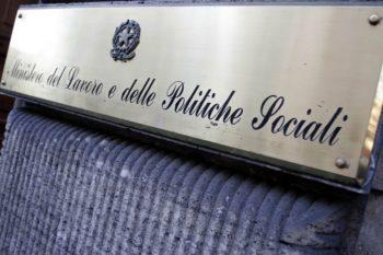 Personale del Ministero del Lavoro in presidio sotto la prefettura di piazza Castello il 17 novembre a Torino