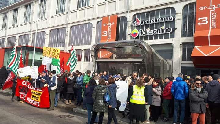 Italiaonline presidio lavoratori torino e lettera a Calenda