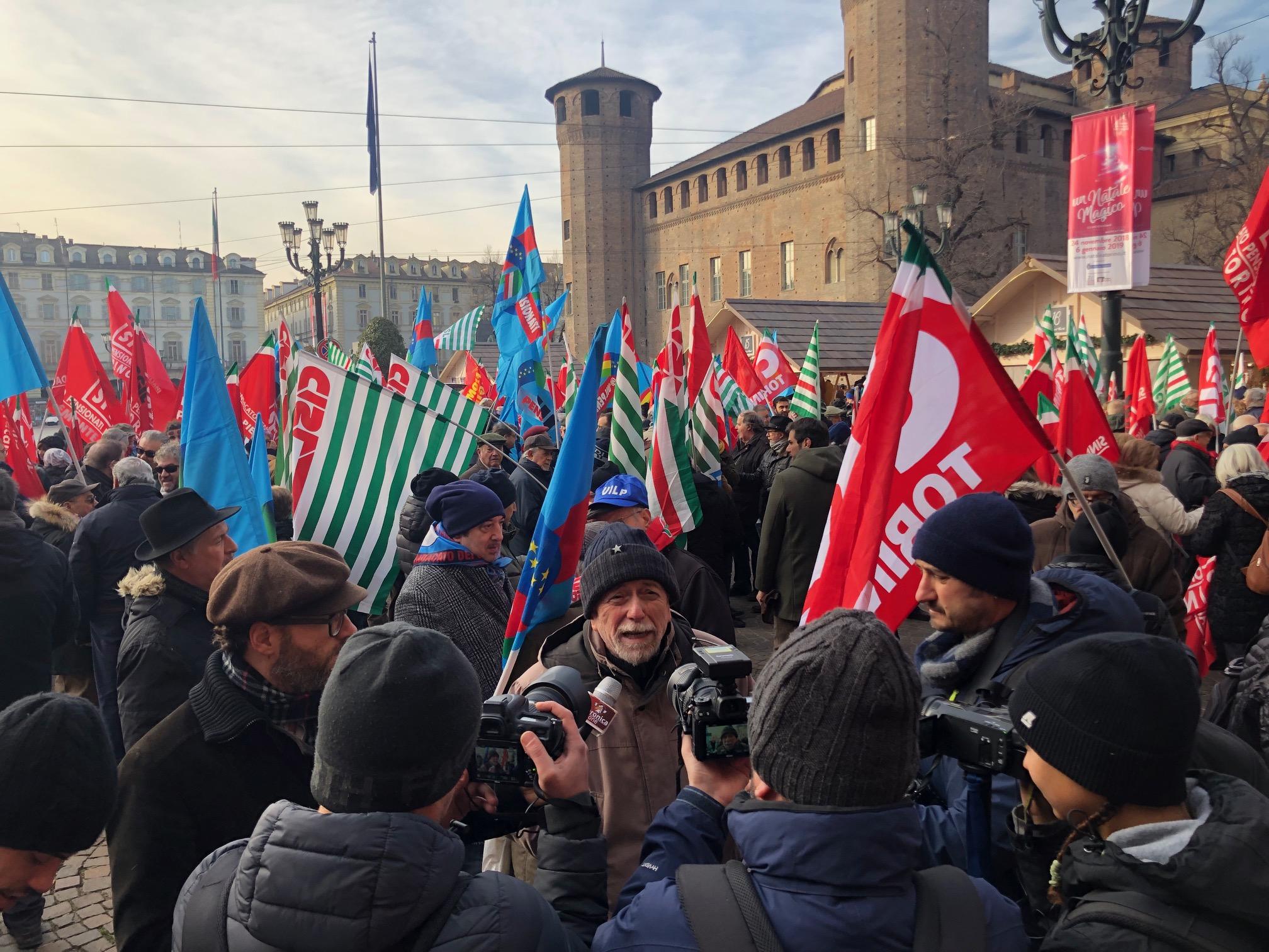 Manovra governo protesta pensionati a Torino