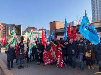 Manitalidea: il presidio dei lavoratori davanti al Tribunale di Torino