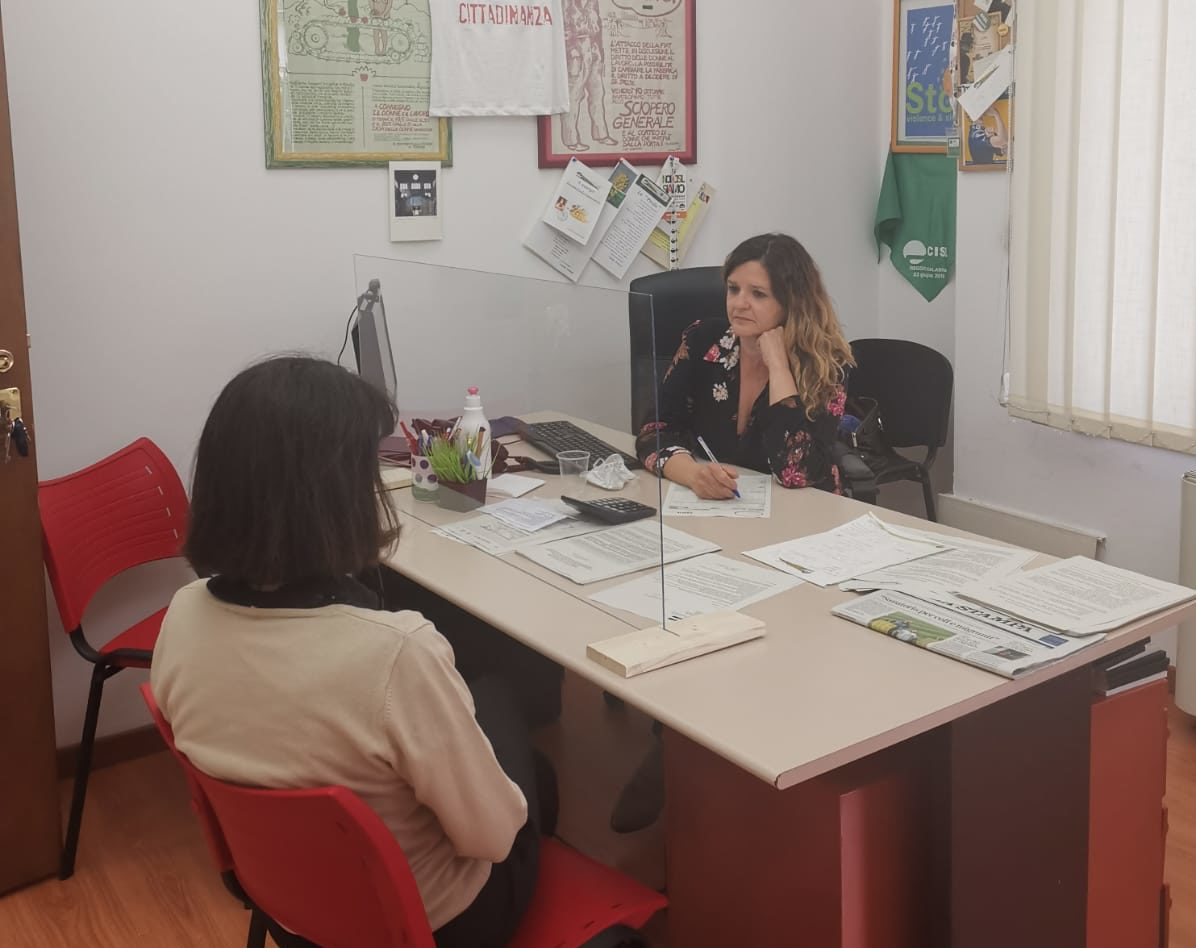 Olga Longo nel suo ufficio di Via Madama a Torino dove ha raccolto la storia di Giulia