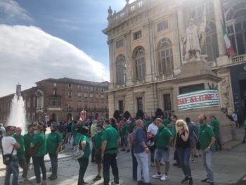 """""""Nessuno si salva da solo"""": metalmeccanici in piazza a Torino"""