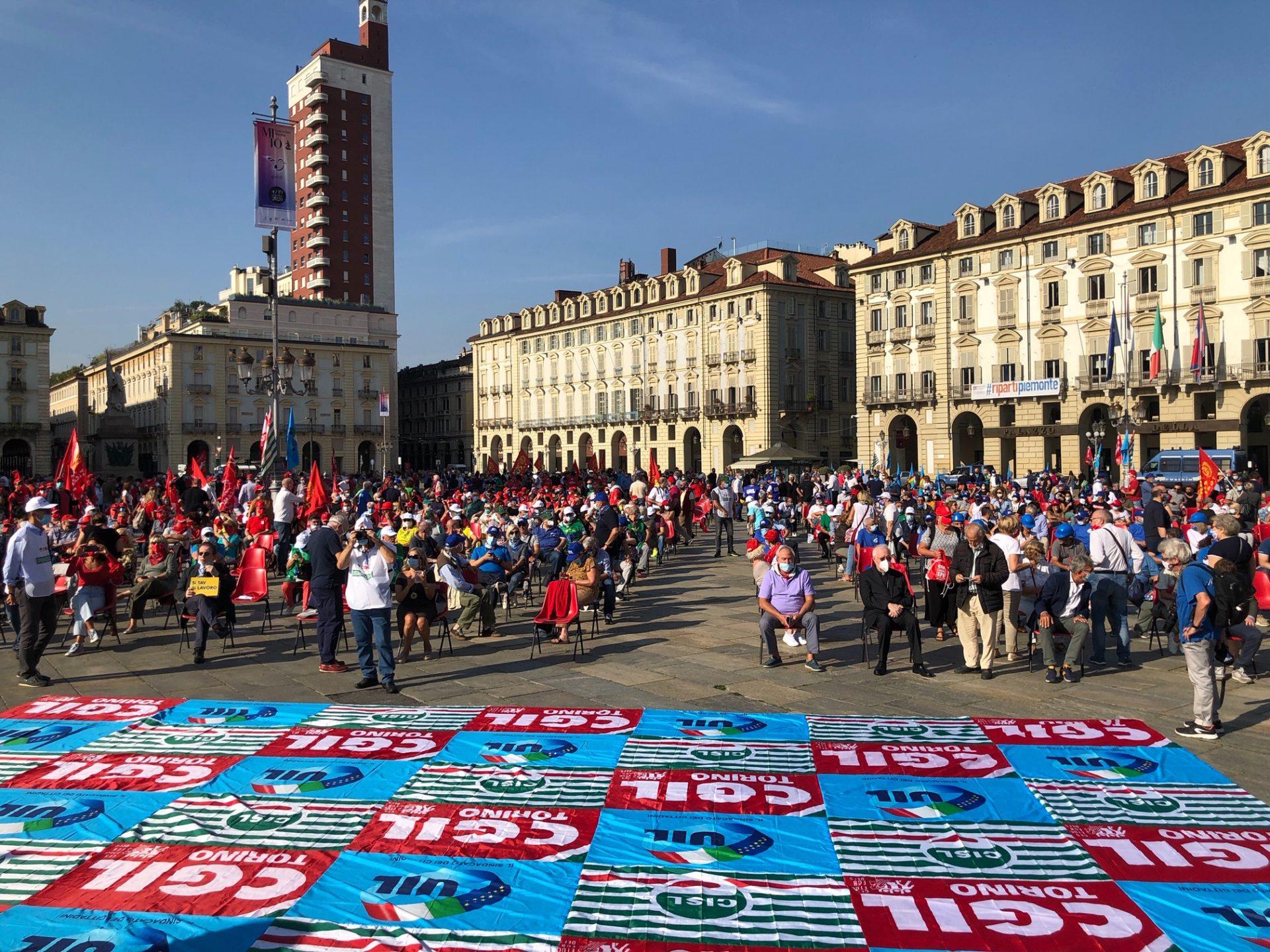 Manifestazione Cgil Cisl Uil la piazza con Lo Bianco