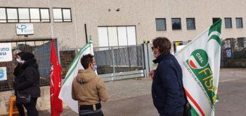 Il sostegno Fisascat Cisl ai lavoratori Spefar in presidio davanti ai cancelli di Procemsa a Nichelino