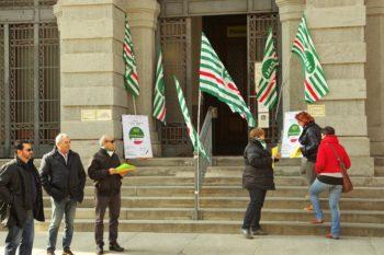 No alla privatizzazione di Poste italiane. Presidio della Slp Cisl davanti alla sede centrale di Cuneo e della sede di Bra.