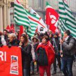Bandiere Cisl alla manifestazione delle Telecomunicazioni lavoratori