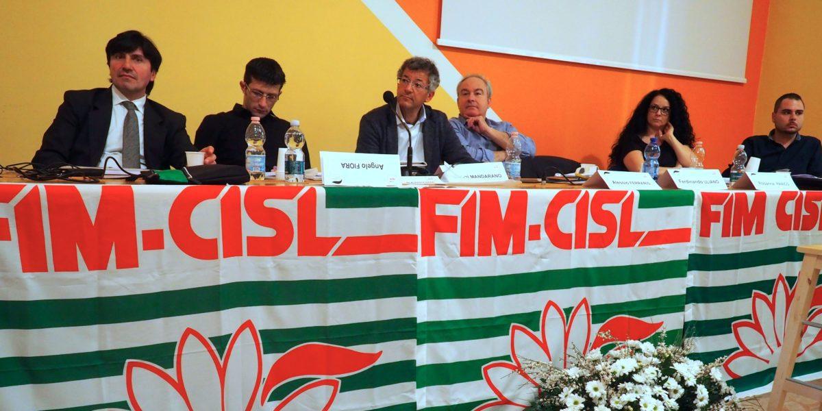 Il tavolo della presidenza al congresso Fim Piemonte primo piano