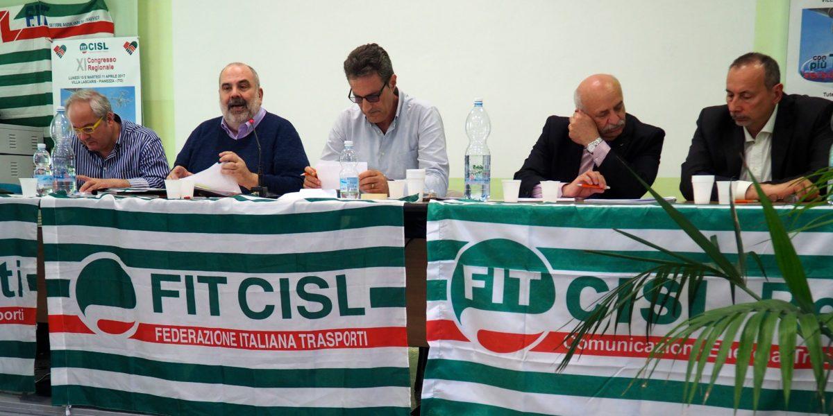 Tavolo presidenza congresso Fit Cisl Piemonte primo piano