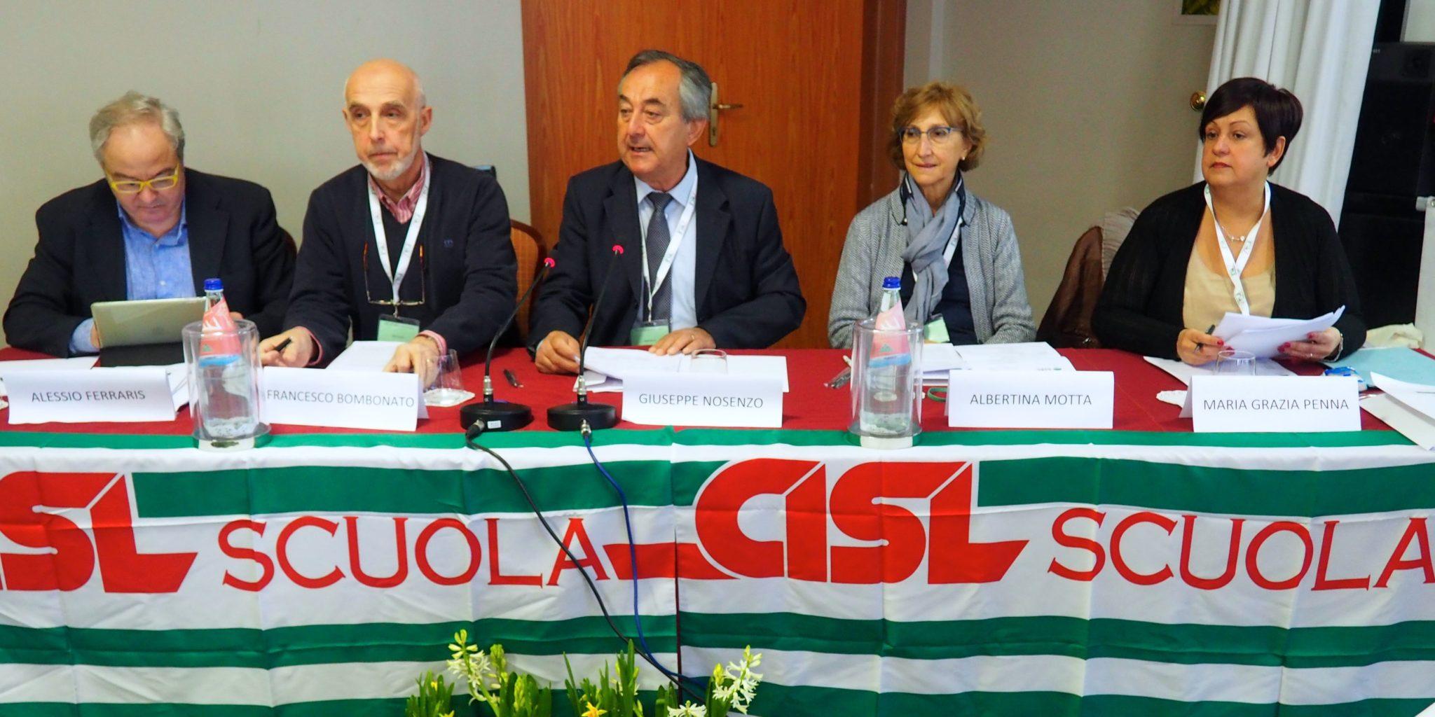 Il tavolo di presidenza al congresso della Cisl Scuola Piemonte primo piano