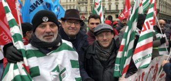 Edili, in migliaia a Torino dal nord Italia per chiedere il #contrattosubito nel giorno dello sciopero del settore
