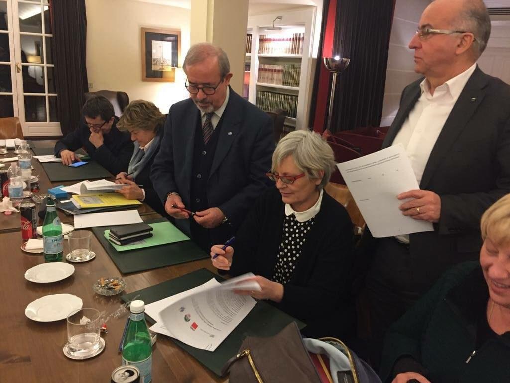 Furlan firma l'accordo sul nuovo modello contrattuale in Confindustria