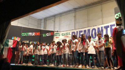 70 Anni di sana e robusta Costituzione: lo spettacolo della Scuola elementare di Villanova d'Asti promosso da Fnp Cisl