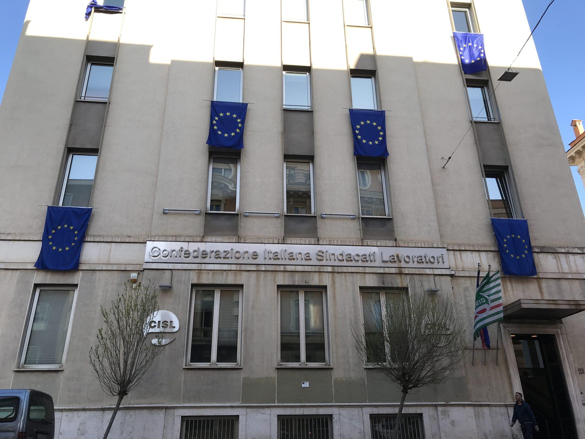 Bandiere Europa sede Cisl Roma
