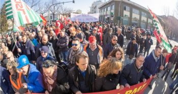 In piazza per salvare la Pmt di Pinerolo e il futuro del territorio