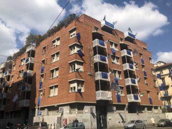 I colori dell'Europa sulla sede Cisl di via Madama Cristina a Torino