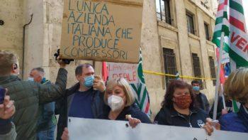 Lavoratori ex Embraco di Riva di Chieri e Acc di Belluno hanno manifestato a Roma sotto il Mise per il progetto Italcomp
