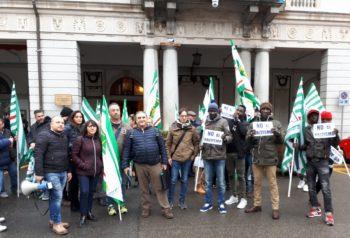 Frasi razziste a 20 lavoratori senegalesi nel magazzino Maxi-Di di Vercelli: il Consiglio comunale stigmatizza l'accaduto e chiede l'intervento del Ministero del Lavoro