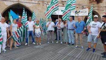 """A Vercelli il flash mob del 30 luglio di Cgil Cisl Uil: """"Salviamo il lavoro"""""""