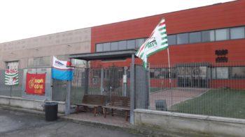 """Lavoratori dell'""""Astra Refrigeranti"""" in sciopero: calo di fatturato e trasferimento della produzione da Spinetta (Al) a Galliate"""